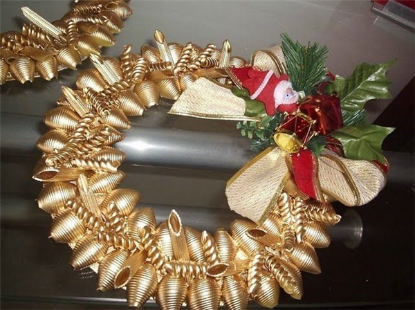 christmas crafts ideas diy gold wreath pasta