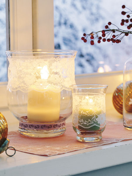 christmas  window decoration ideas candles lace glas candle holders