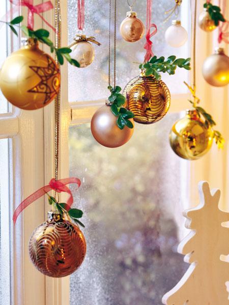 christmas window decoration ideas tree ornaments green twigs