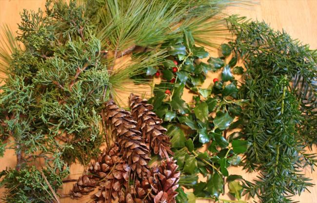 fall table decor diy arrangements conifer foliage pinecones