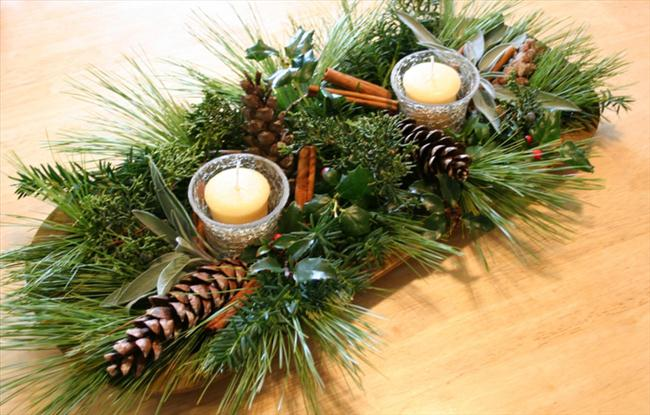 fall table decor natural materials pinecones cinnamon sticks candles