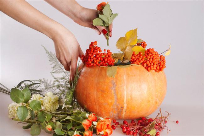 flower pumpkin centerpieces ideas rowan berries carnations vase