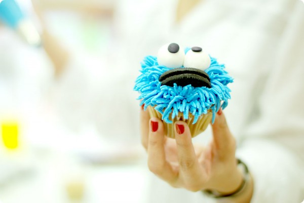 halloween cupcake cookie monster oreo eyes