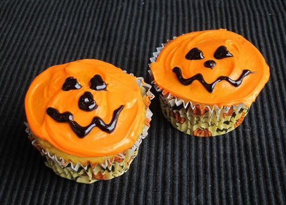 halloween cupcake decorations orange frosting chocolate faces - Halloween Cupcake Decorating
