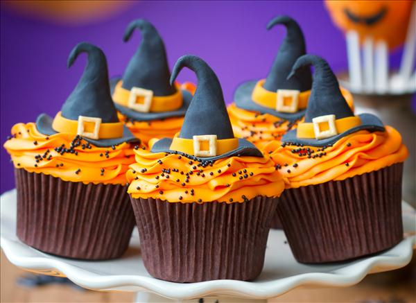 halloween cupcake decorations witch hats orange cream - Halloween Cupcake Decorating