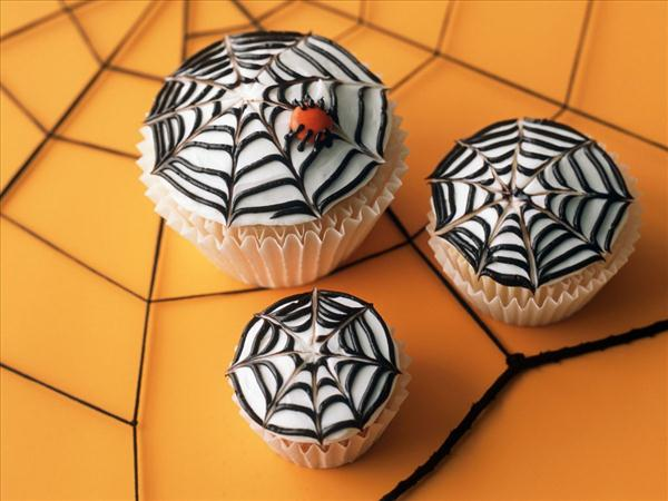 halloween cupcake white frosting spider web spooky ideas