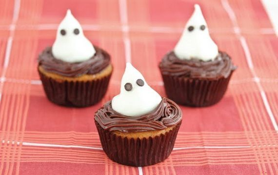 halloween cupcake ghosts ideas chocolate chip eyes