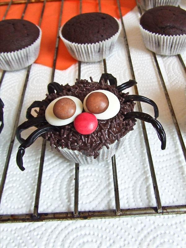 22236591879792934 as well Coolest Creepiest Halloween Foods also Halloween To Make as well Halloween Novelty Cup Cakes also WLPROJ 8680. on easy witch hats halloween cupcakes