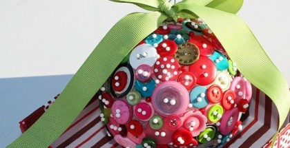 homemade-christmas-tree-ornaments-buttons-pins-ribbon