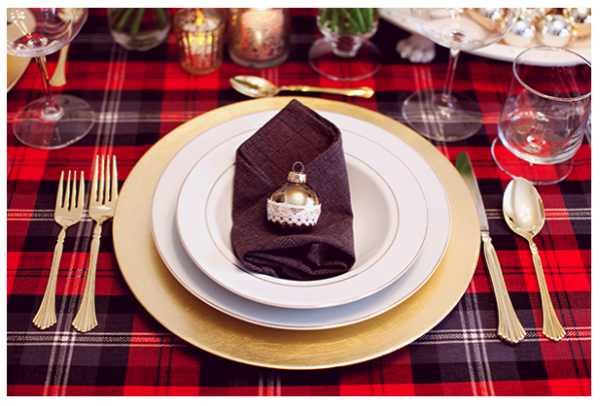 christmas dinner table decorations gold-plate-checkered-tablecloth