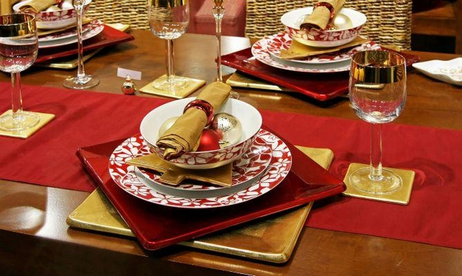 christmas dinner table decorations red gold