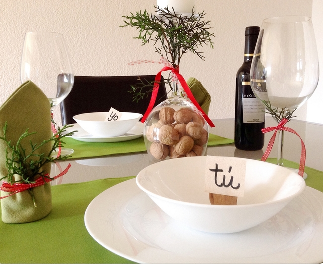 christmas-dinner-table-decorations-walnuts-wine-glass-springs-green