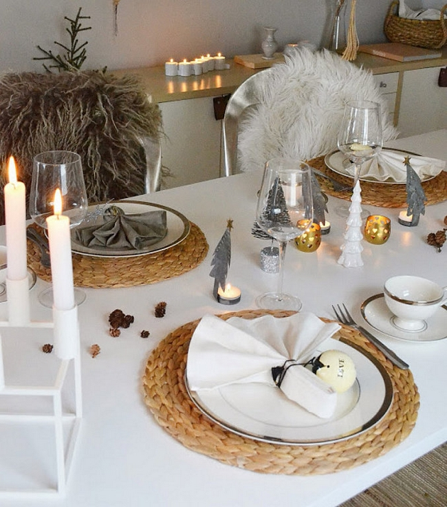 Christmas Table Setting Scandinavian Style White Silver Natural Fibers
