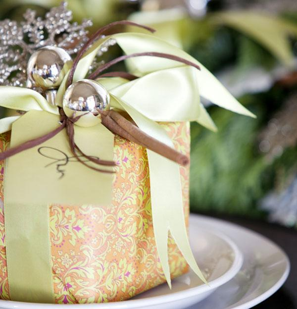 Elegant Christmas Themes: DIY Christmas Gift Wrap Ideas