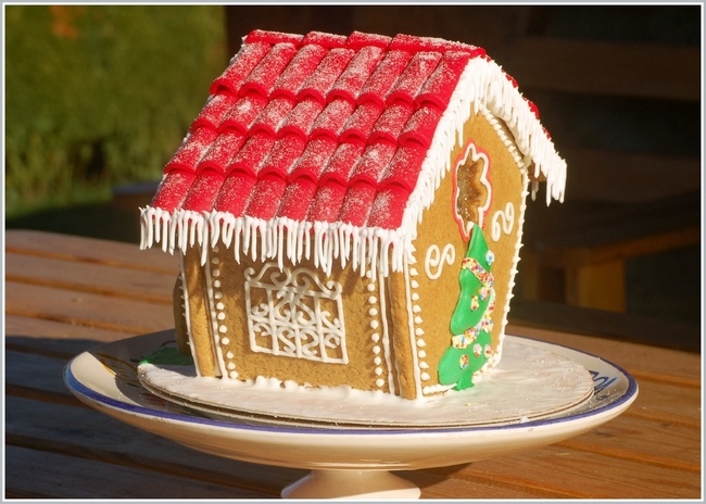How To Make A Christmas Gingerbread House Step By