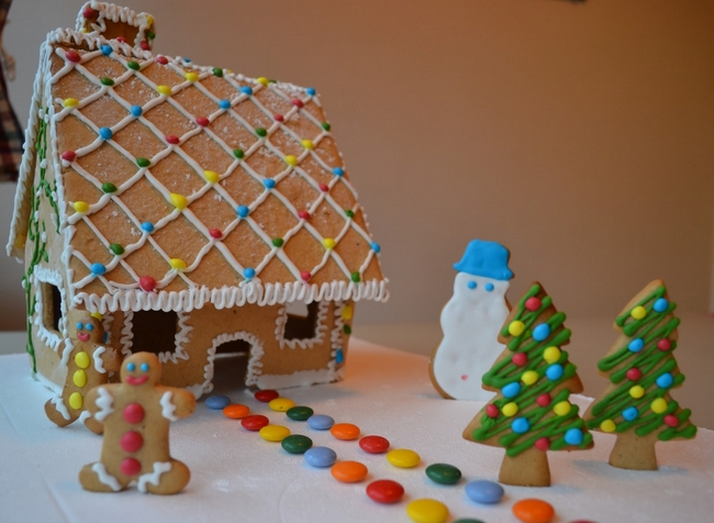 christmas gingerbread house landscape-cookies-candy