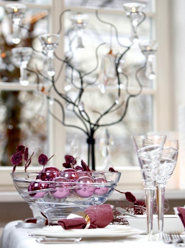 christmas-table-decorations-transparent-glass-purple-ornaments
