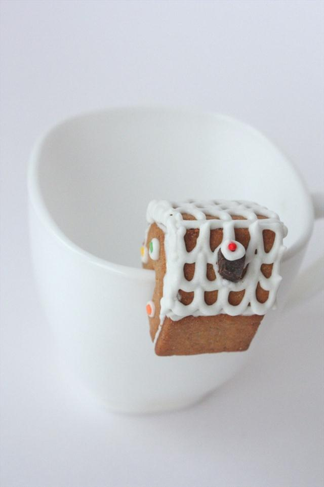 christmas treats making gingerbread house mug decoration idea