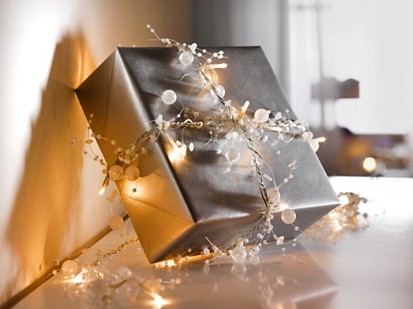 diy-christmas-gift-wrap-ideas-string-lights-silver-paper