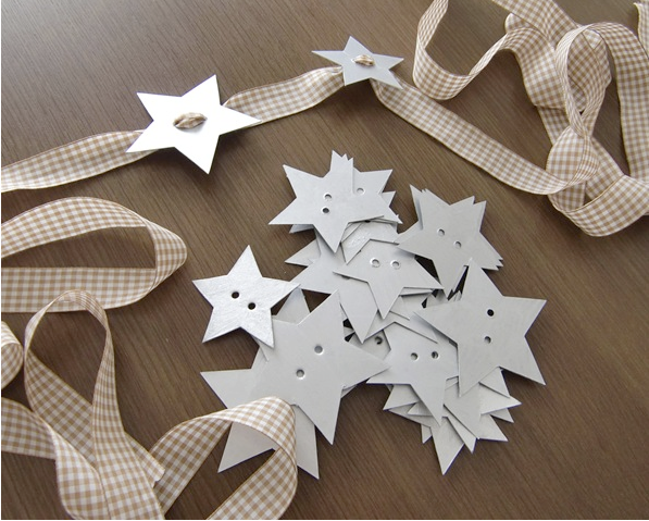 diy-christmas-table-decor-napkin-holders-paper-stars