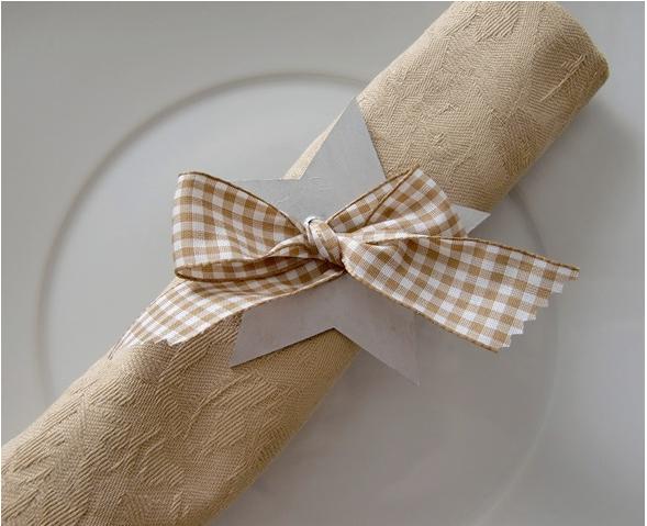 diy-christmas-table-decor-napkin-rings-stars