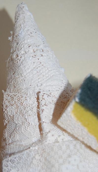 diy christmas tree gift idea sponge paint cone lace