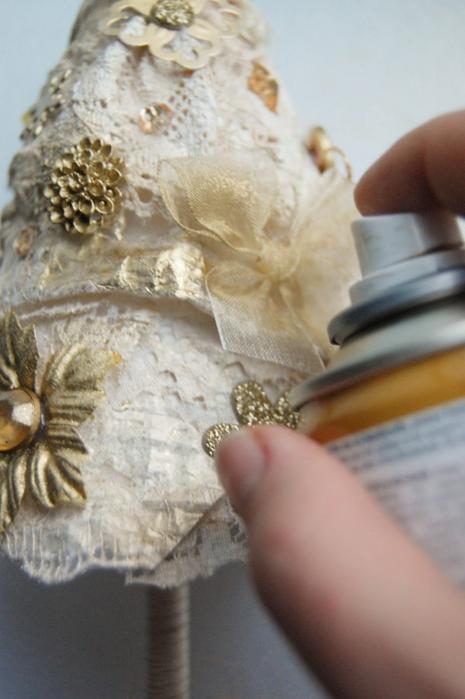 diy christmas tree topiary gold spray souvenir application idea