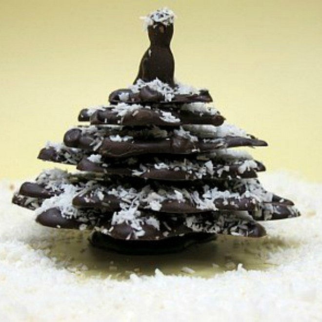 edible-chocolate-christmas-tree-coconut-faux-snow