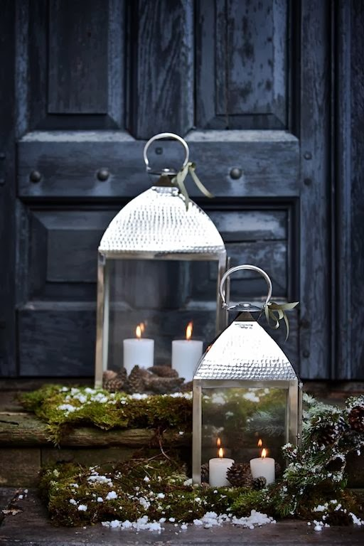 front-door-christmas-decor-moss-silver-candle-lanterns