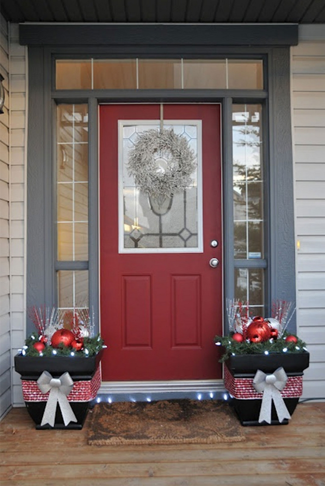 front-door-christmas-decoration-ideas-planters-glass-ornaments