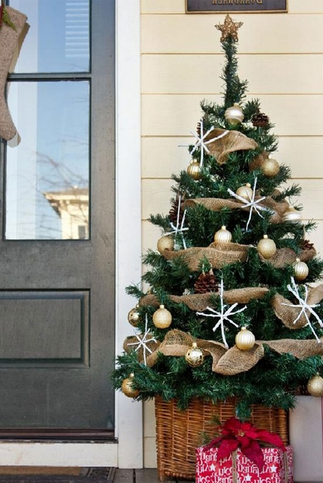front-door-christmas-decoration-ideas-small-christmas-tree-gold-ornaments