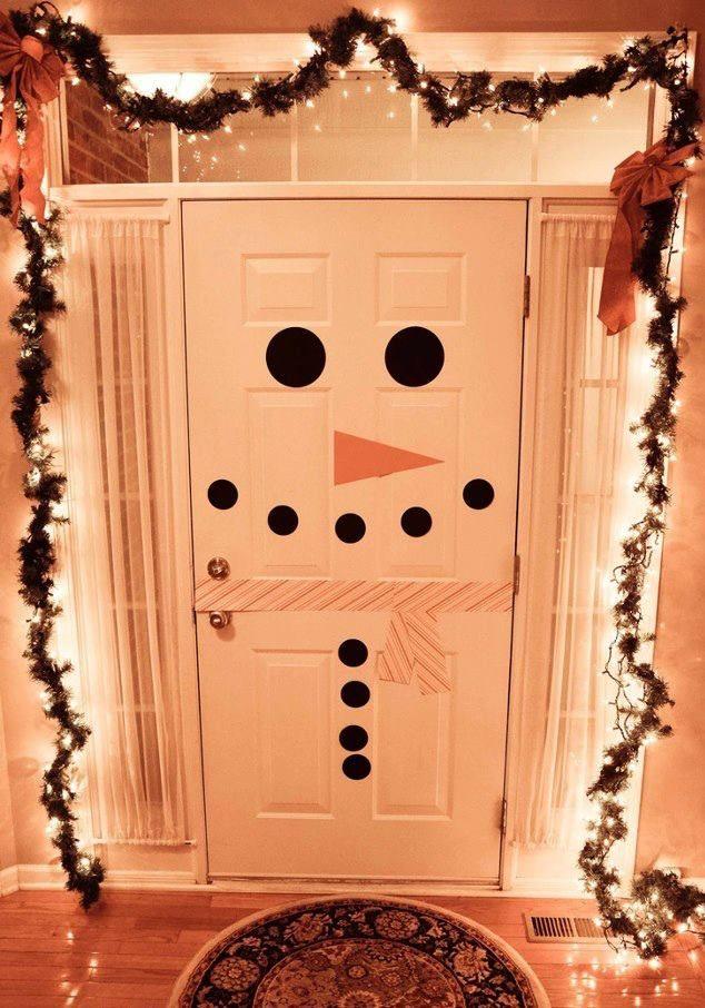 frontdoorchristmasdecorationideassnowmansfacechristmaslights