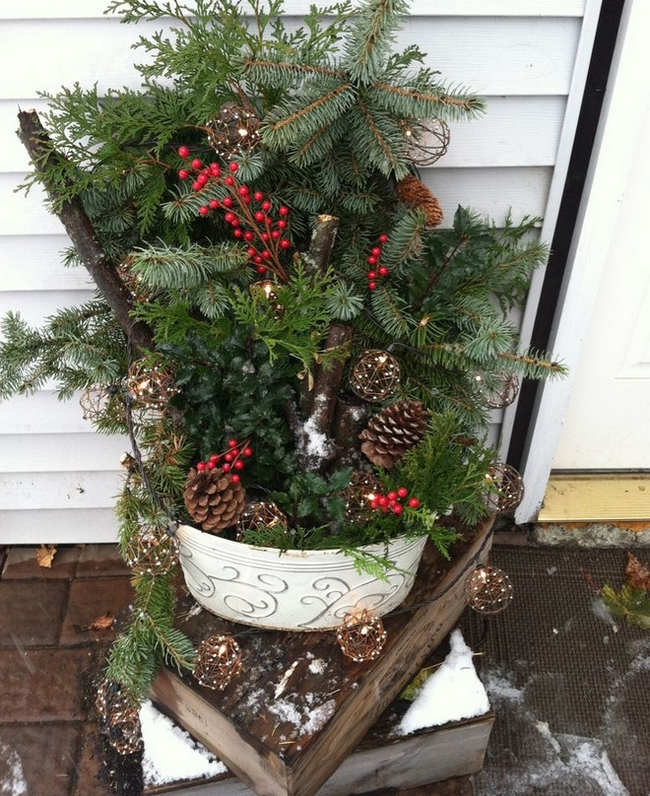 garden-decorations-winter-christmas-greenery-light-chains