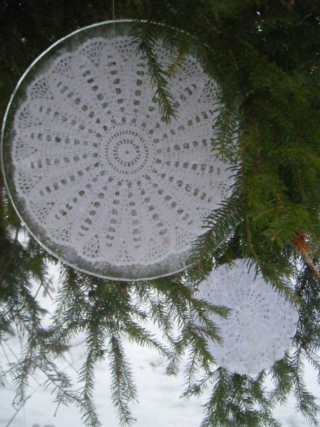 garden-ice-decorations-lace-table-cloths