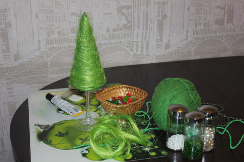 handmade-christmas-trees-table-decor-green-sisal