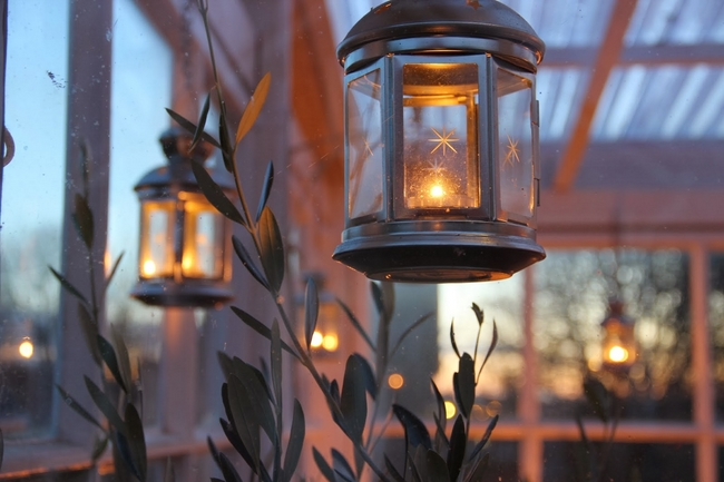 outdoor christmas decor-candle-lanterns-hanging