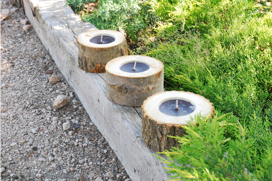 outdoor-christmas-decoration-ideas-garden-wood-logs-candles
