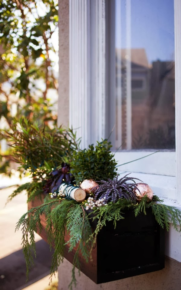 outdoor christmas decoration ideas window-frames-greenery