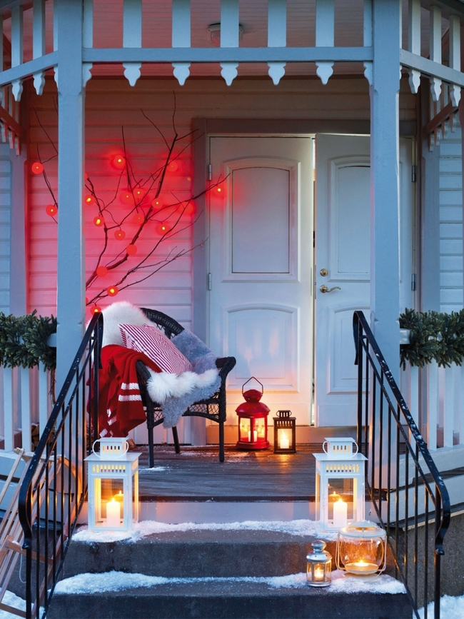 porch-christmas-decoration-ideas-lanterns-red-lights
