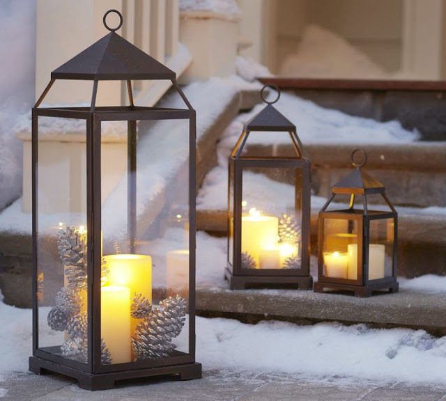 porch-decorating-ideas-christmas-metal-lanterns-pinecones