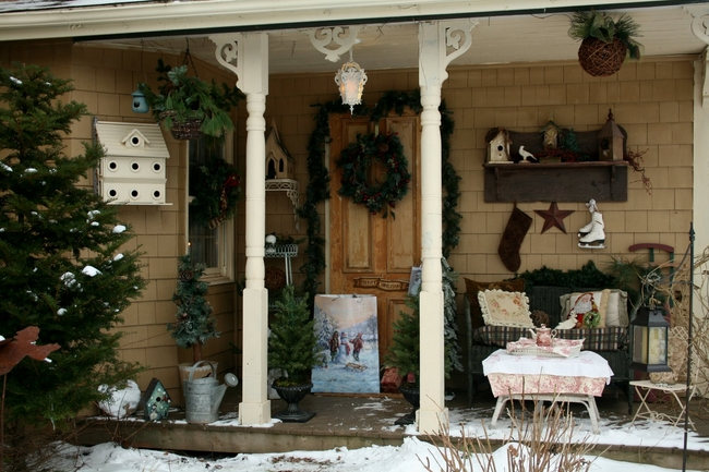 porch-christmas-decoration-ideas-cozy-place-tea