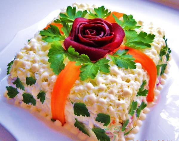 christmas themed  food salad ideas gift form parsley beetroot rose