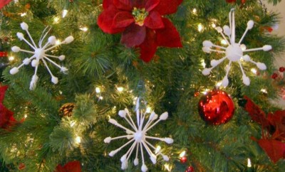 christmas-tree-decoration-handmade-ornaments-unique-snowflakes