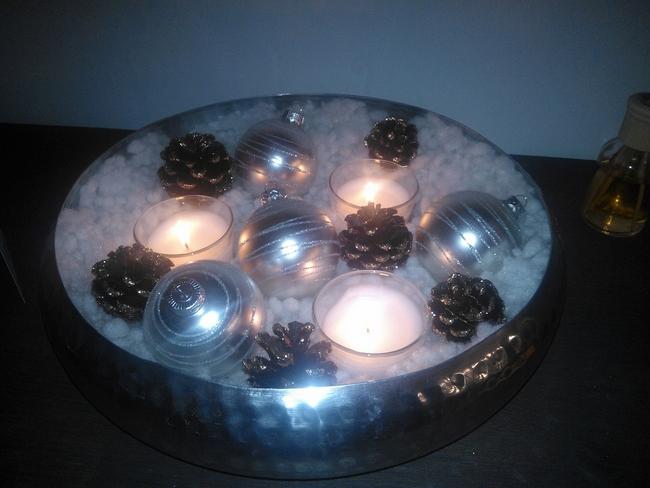Last minute christmas centerpiece silver balls pine cones