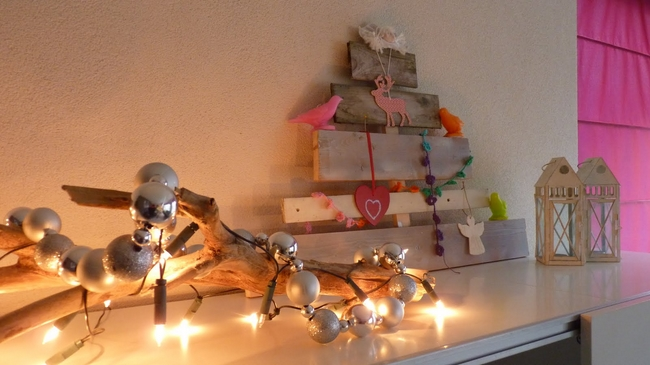 last-minute-diy-christmas-decorations-wooden-branch-lights-ornaments-garland