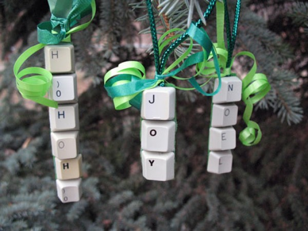 recycled christmas tree ornaments ideas computer keyboard buttons