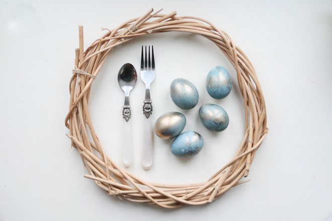 decorate Easter eggs scandinavian style light blue and gold