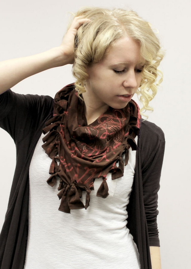diy no-sew scarf idea bleaching pen tutorial brown red
