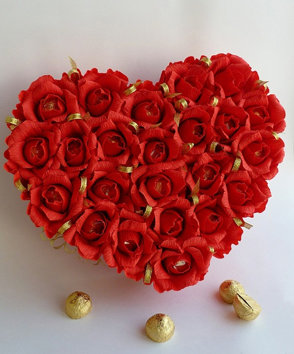 diy-valentines-day-gift-idea-chocolate-bouquet-crepe-paper-red-roses -, Ideas