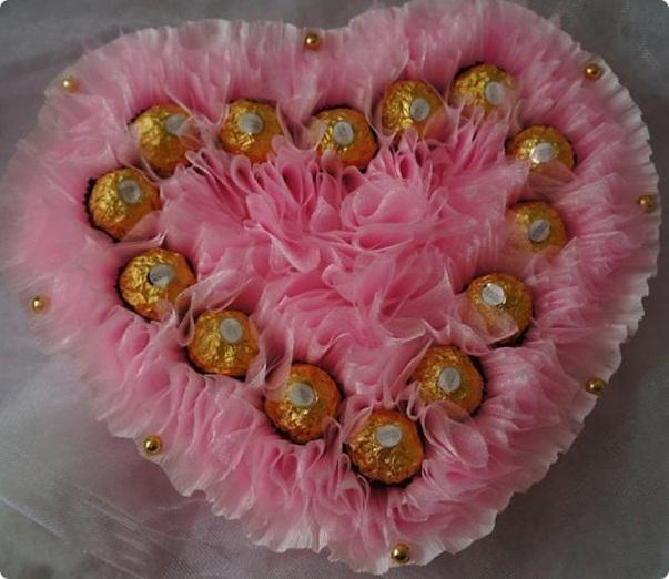 DIY Valentine's Day gift idea ferrero rocher chocolates beads pink organza